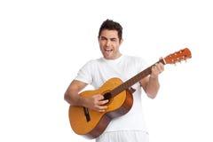 Junger Mann, der Gitarre spielt Stockfotos