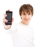 Junger Mann, der Handy zeigt Stockbild