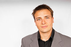 Junger Mann in der hellen Klage Stockbilder