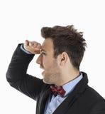 Junger Mann, der im Abstand mit Wunder schaut Lizenzfreie Stockbilder