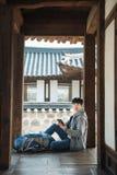 Junger Mann, der in Korea reist Lizenzfreies Stockfoto