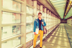 Junger Mann, der in New York studiert Lizenzfreies Stockfoto
