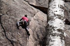 Junger Mann, der in Quebec steigt Stockbilder