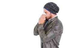 Junger Mann, der seine Wekzeugspritze durchbrennt Lizenzfreies Stockbild