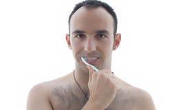 Junger Mann, der seine Zähne putzt Lizenzfreies Stockfoto