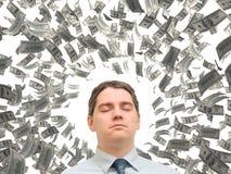 Junger Mann, der von einem Wirbelwind des Geldes träumt Stockfotografie