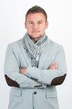 Junger Mann des Portraits, der über weißem Hintergrund lächelt Lizenzfreies Stockfoto
