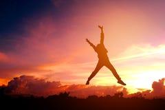 Junger Mann des Schattenbildes genießen glückliches Lizenzfreie Stockbilder