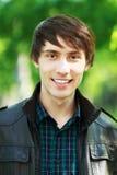 Junger Mann draußen Lizenzfreies Stockfoto