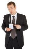Junger Mann in einem schwarzen Anzug und Abzeichen in hallo Stockfoto