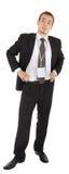 Junger Mann in einem schwarzen Anzug und Abzeichen in hallo Stockbild