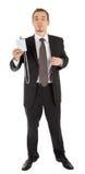 Junger Mann in einem schwarzen Anzug und Abzeichen in hallo Lizenzfreies Stockbild