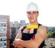 Junger Mann in einer Erbaueruniform. lizenzfreie stockfotografie