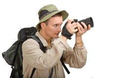 Junger Mann gekleidet in einem Touristen lizenzfreie stockfotografie