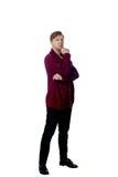 Junger Mann gekleidet in einer kastanienbraunen Strickjacke Lizenzfreie Stockbilder