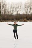 Junger Mann im glücklichen Schnee Stockbilder