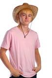 Junger Mann im rosafarbenen Hemd und im Cowboyhut Stockfoto