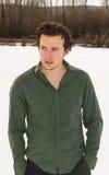 Junger Mann im Winter-Porträt im Freien Stockbilder