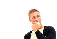 Junger Mann mit Apfel stockbilder