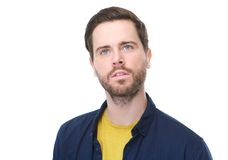 Junger Mann mit Bart oben denkend und schauend Stockbild