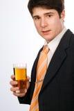 Junger Mann mit Bier Stockfotografie