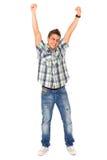 Junger Mann mit den Armen angehoben Stockfotos