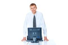junger Mann mit einem Computer stockfoto