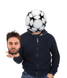 Junger Mann mit einem Fußball anstelle des Kopfes Lizenzfreie Stockbilder