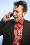 Junger Mann mit einem Handy Lizenzfreies Stockfoto