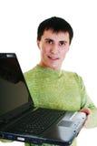 Junger Mann mit einem Laptop. lizenzfreie stockfotografie