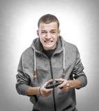 Junger Mann mit einem Steuerknüppel stockfoto