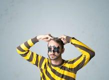 Junger Mann mit geklebtem Auge Stockbilder