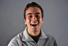 Junger Mann mit glücklichem Ausdruck Lizenzfreies Stockfoto