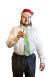 Junger Mann mit Glas Champagner Ein Mann in einem Weihnachtshut Lizenzfreie Stockfotografie
