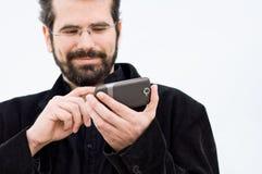 Junger Mann mit Handy lizenzfreie stockbilder