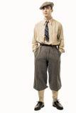 Junger Mann mit Kleidung und Kappe in der Art 20s Stockfoto