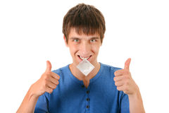 Junger Mann mit Kondom Stockbild