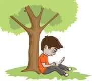 Junger Mann mit Laptop Stockfoto