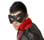 Junger Mann mit Maske und Kap Stockfotos