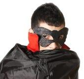 Junger Mann mit Maske und Kap Lizenzfreies Stockbild