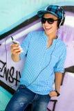 Junger Mann mit MP3-Player Lizenzfreies Stockfoto