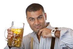 Junger Mann mit Oktoberfest Bier Stein (Masse) Stockfoto
