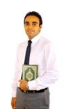 Junger Mann mit Quran Stockbilder