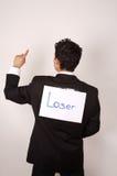 Junger Mann mit Verliererzeichen Stockbild