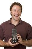 Junger Mann mit Weinlese-Kamera lizenzfreie stockfotografie