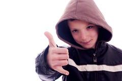 Junger Mann, mit Zeichen von kühlem Lizenzfreie Stockfotografie