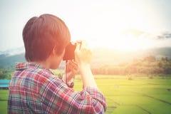 Junger Mann-Naturphotograph Stockbild