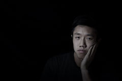 junger Mann niedergedrückt stockfotografie