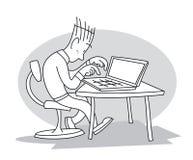 Junger Mann schreibt auf Laptop lizenzfreie abbildung
