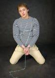 Junger Mann shackled stockfotografie